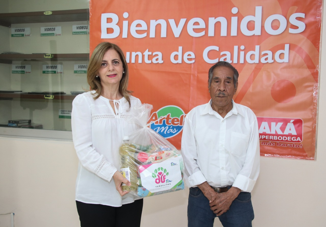 Distribuye DIF Tampico Despensas a Adultos  Mayores que Laboran como Empacadores