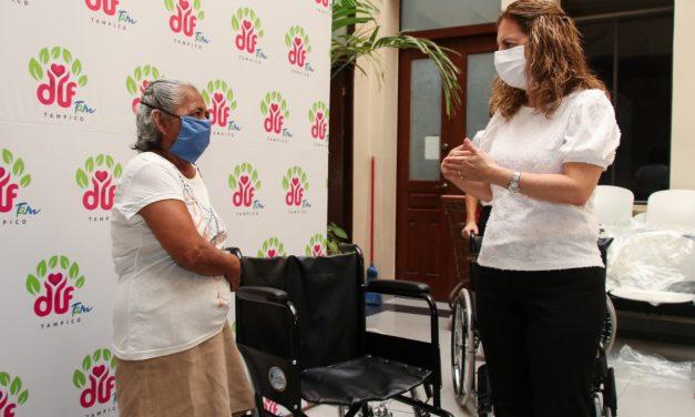 Entrega Aída Féres de Nader Aparatos  Funcionales a Personas con Discapacidad