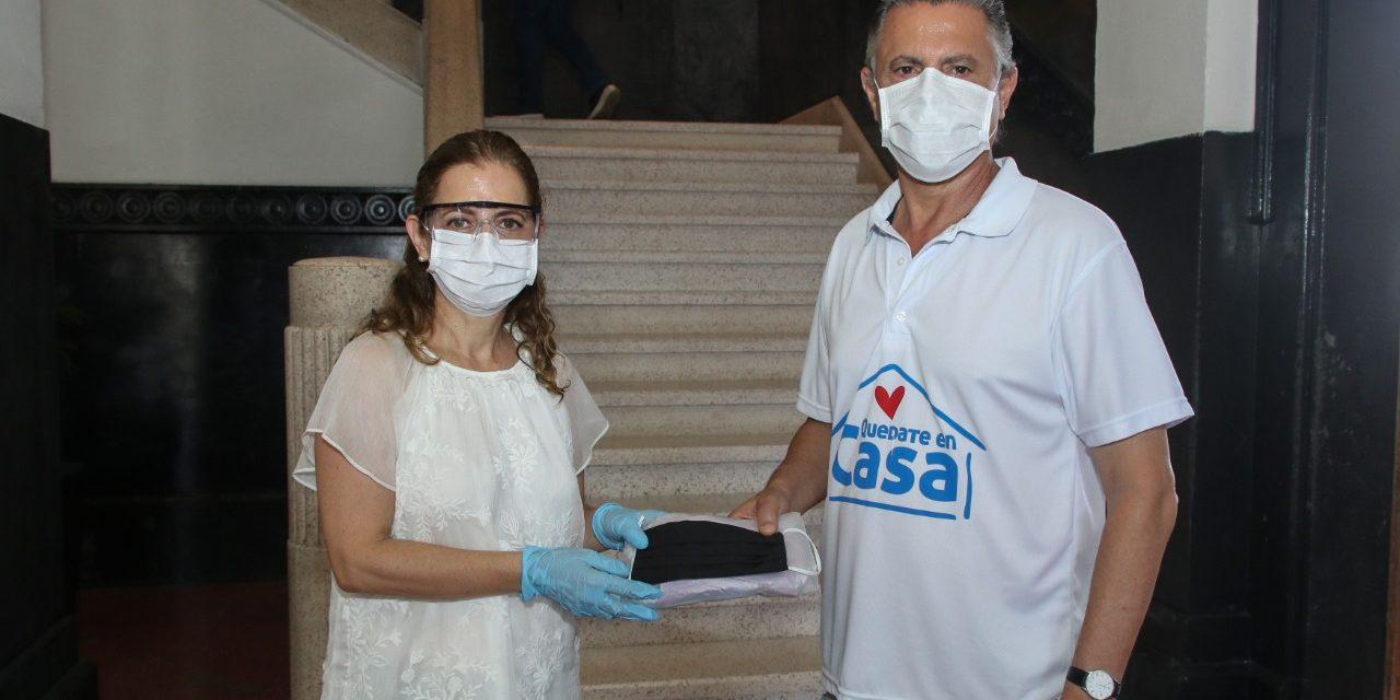 Distribuye Aída Féres de Nader Cubrebocas a Personal del Gobierno Municipal