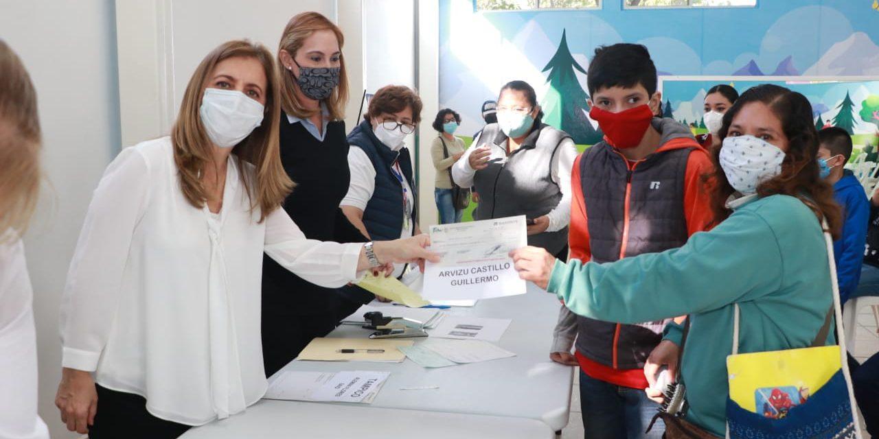 """Entrega Aída Féres de Nader Becas """"Sin Límites"""" a Estudiantes con Discapacidad"""